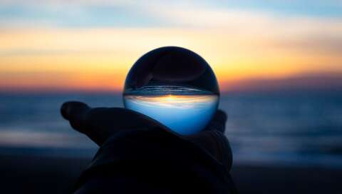 Sunrise Lensball, Edisto Beach, SC | © Drew Beamer on Unsplash